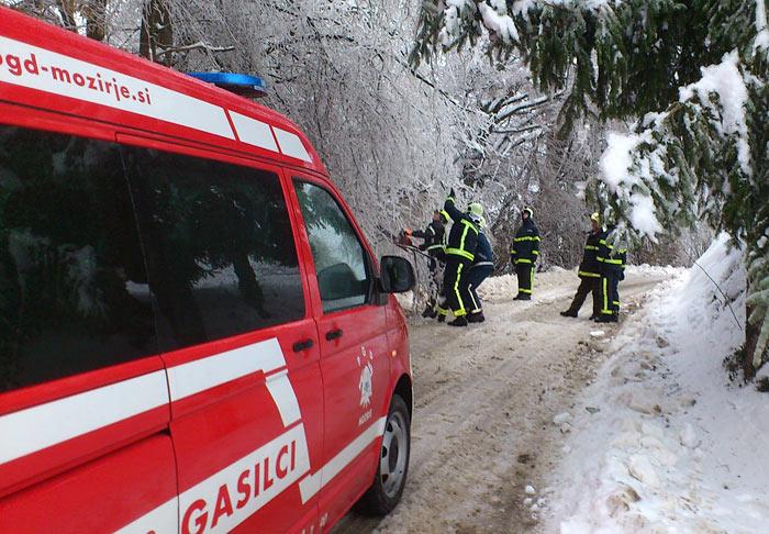 mozirski gasilci sanirajo škodo žledoloma, februar 2014