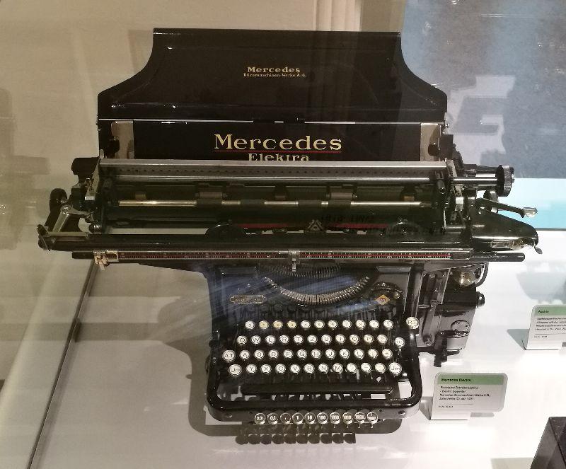pisalni stroj Mercedes